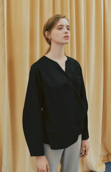 LACE LAYERED BLOUSE(배윤경 착용)