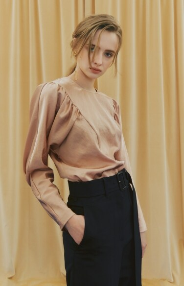 SATIN SHIRRING BLOUSE