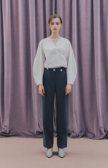 THREE BUTTON PINTUCK PANTS