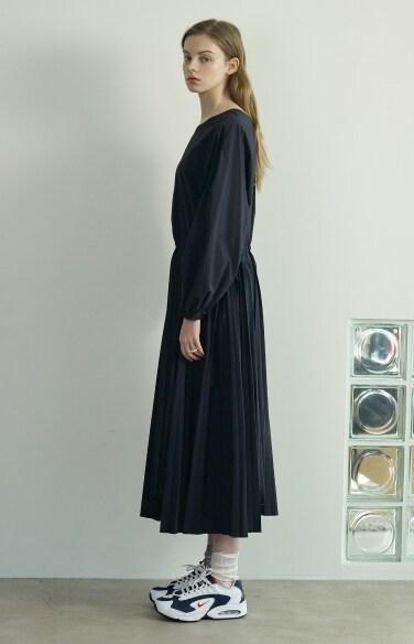 unbalance string pleats dress