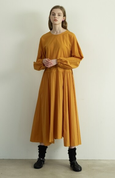 unbalance string pleats dress