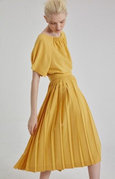button strap pleats skirt