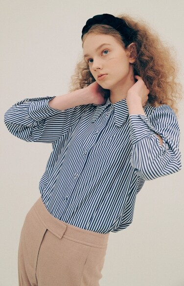 shirring sleeve stripe blouse