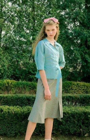 slit flare belted skirt