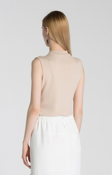 half turtleneck sleeveless knit-ee