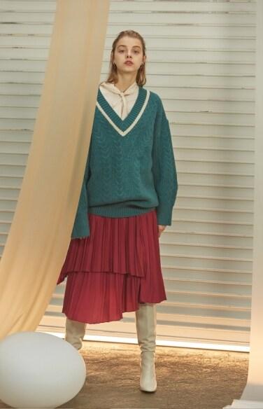 varsity trim V-neck knit sweater