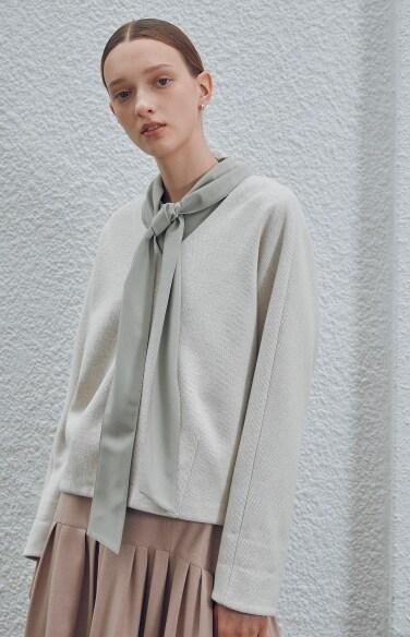 v-neck minimal knit