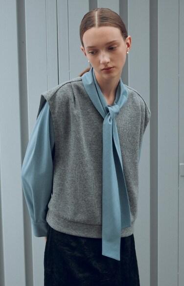 v-neck pin tuck banding vest