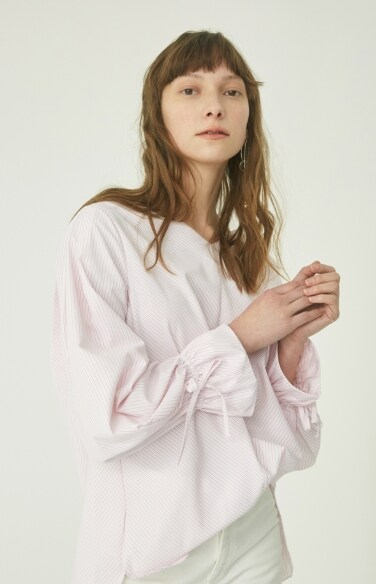 wide v-neck stripe blouse