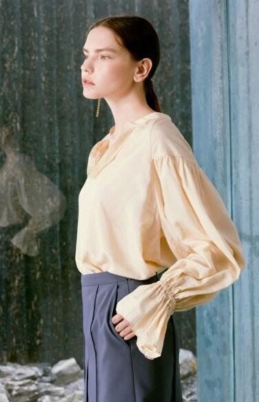 dressy balloon sleeve blouse(서은수 착용)
