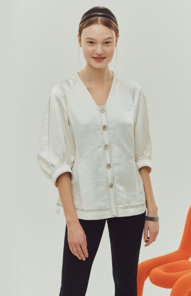 triangle neckline stitch blouse
