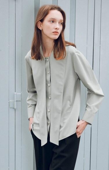 long tie collar blouse