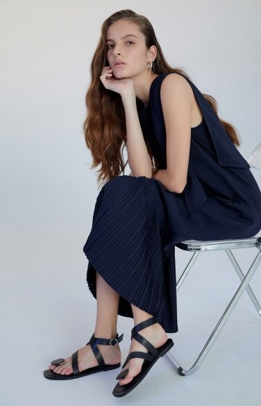 square neckline pleats dress