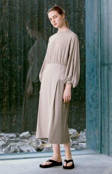 partial pleats dress(한지완 착용)