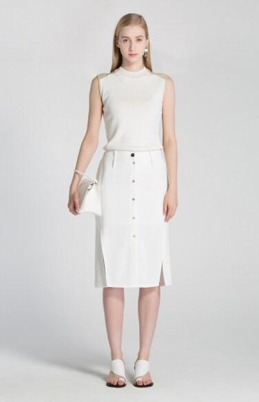button slit skirt
