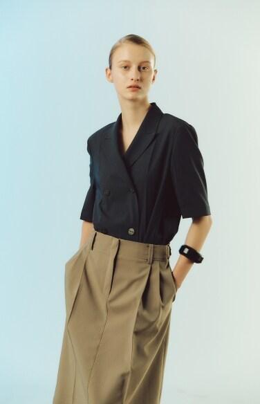 waist buckle pin tuck skirt